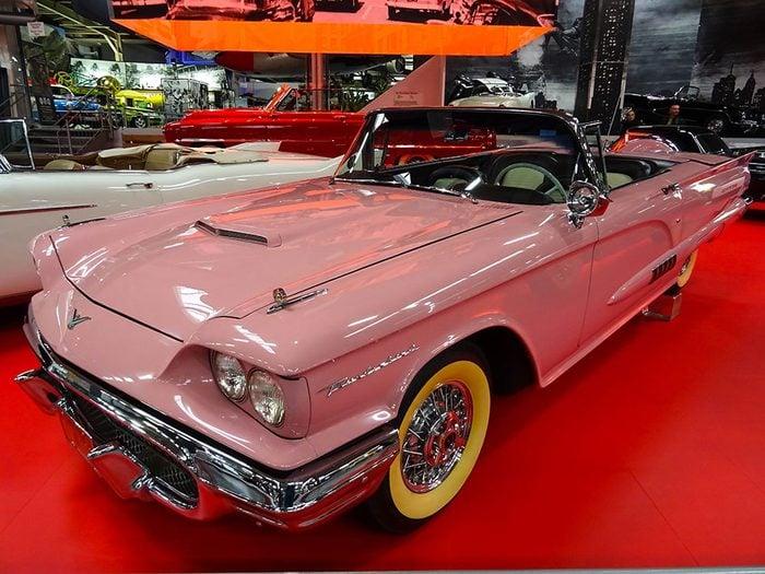 En 1958 sortait la voiture Ford Thunderbird.