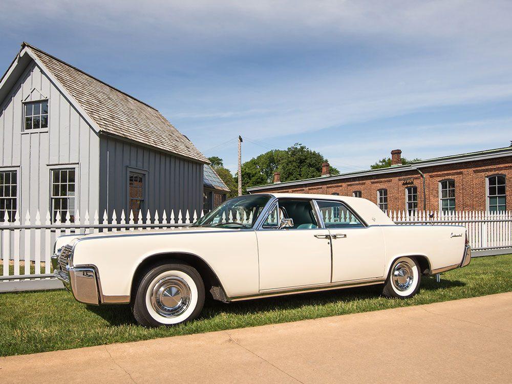 La voiture Lincoln Continental sortait en 1962.
