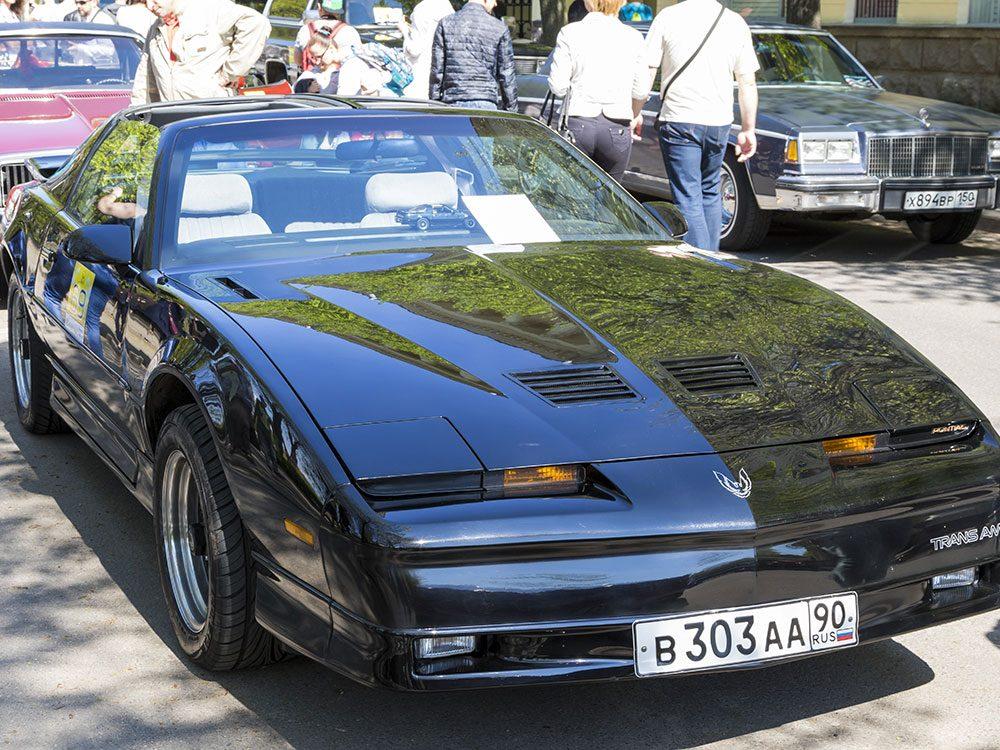 La voiture Pontiac Firebird de 1988.