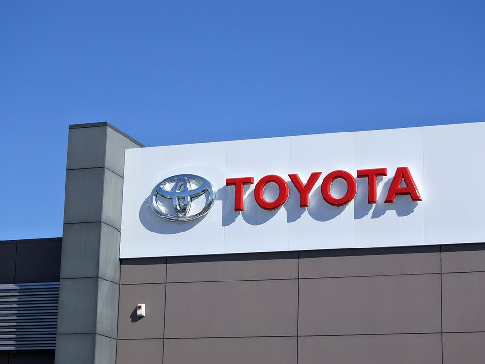 La voiture Toyota Camry est sortie entre 1998 à 2000.