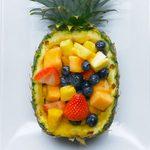 Salade de fruits dans un ananas