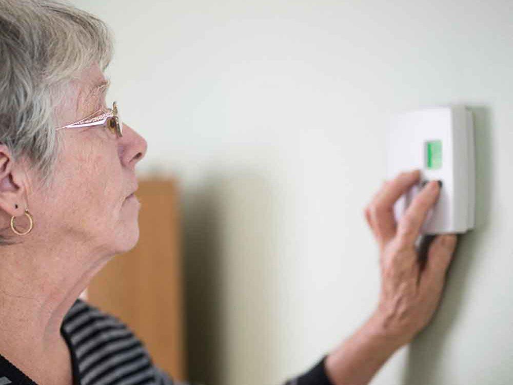 Mythe: programmer le thermostat de votre air climatisé à la même température toute la journée vous fera économiser.