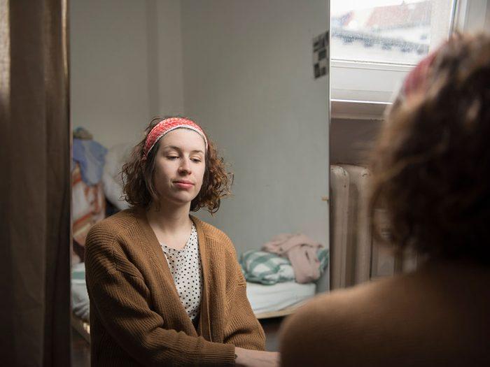 Regardez-vous dans le miroir pour arrêter de stresser.