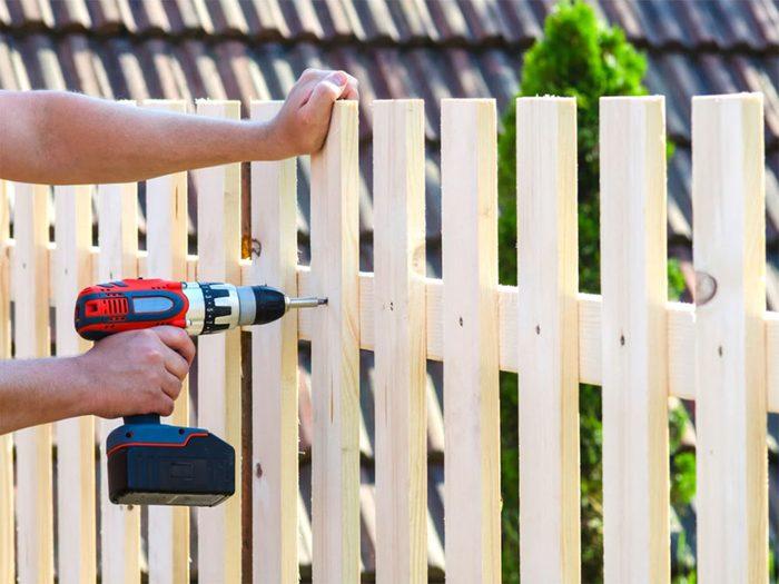 Ne pas laisser traîner de débris de construction dans son arrière-cour.