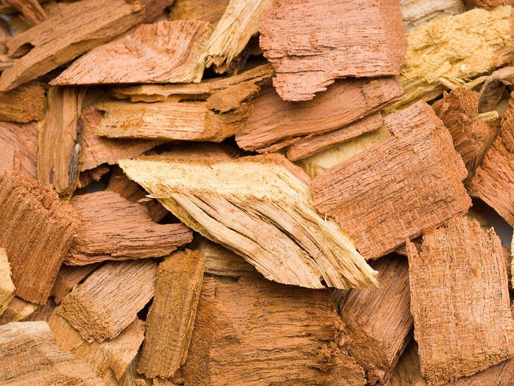 Faire un barbecue aux copeaux de bois à la place du charbon.