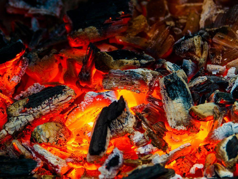 Barbecue au charbon de bois.