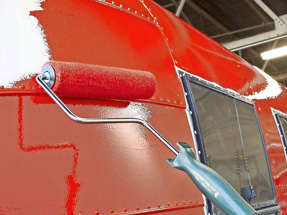 N'achetez pas de rouleaux bon marché pour la peinture de votre caravane rétro.
