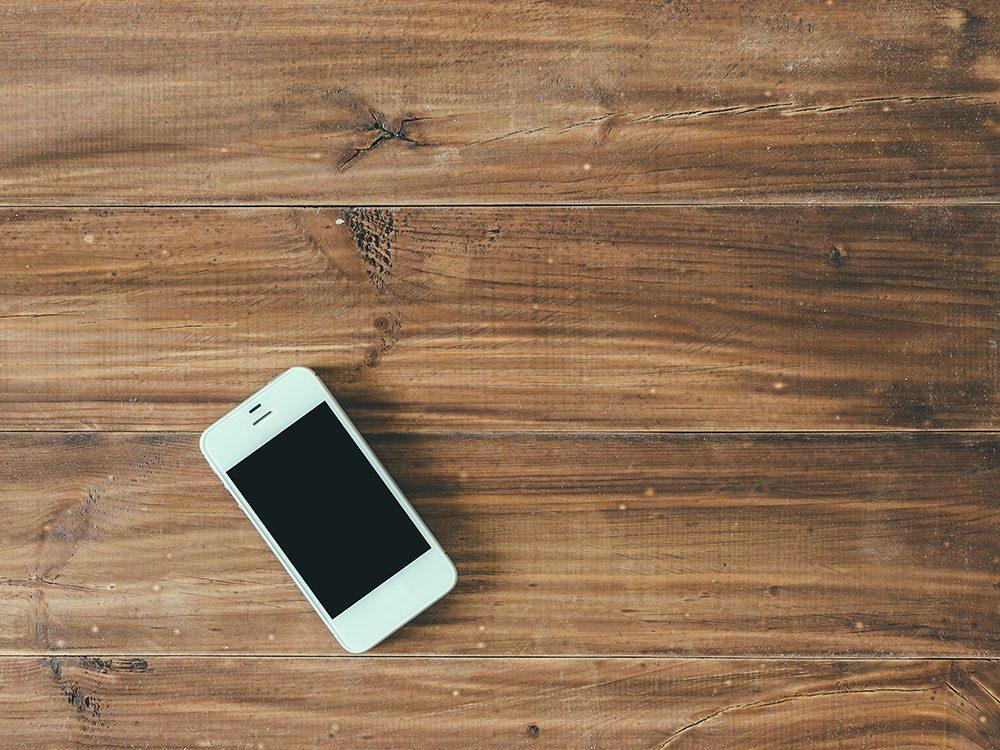 Votre téléphone cellulaire a été laissé sans surveillance dans un lieu public.