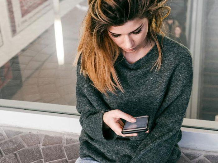 Vous recevez des messages effrayants sur votre téléphone cellulaire.
