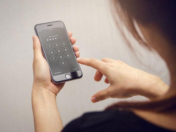 Ce qu'il faut faire si vous pensez que votre téléphone cellulaire a été piraté.