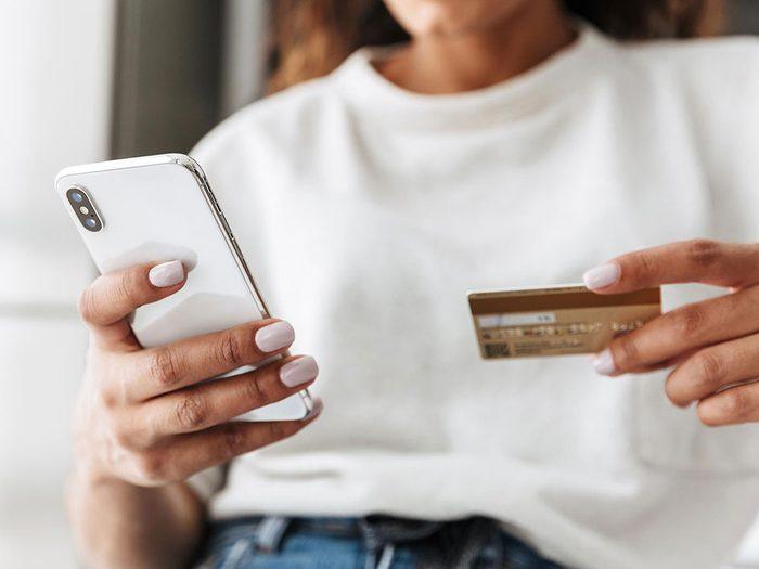 Vous êtes facturé pour des transactions que vous n'avez pas effectuées sur votre téléphone cellulaire.
