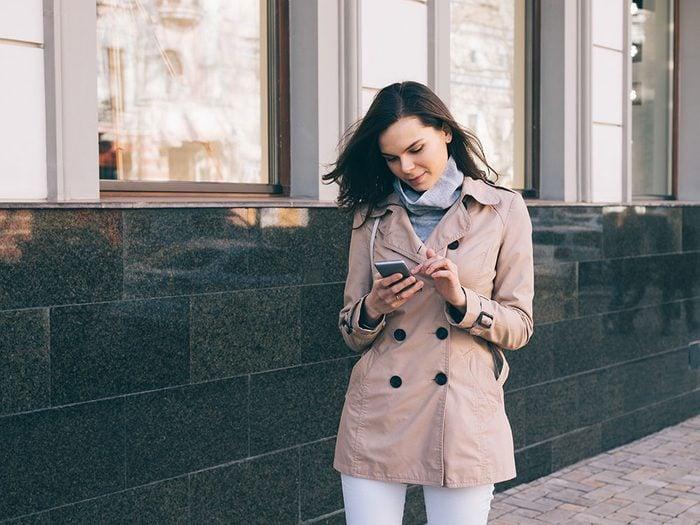 Vous recevez des messages de sécurité sur votre téléphone cellulaire.