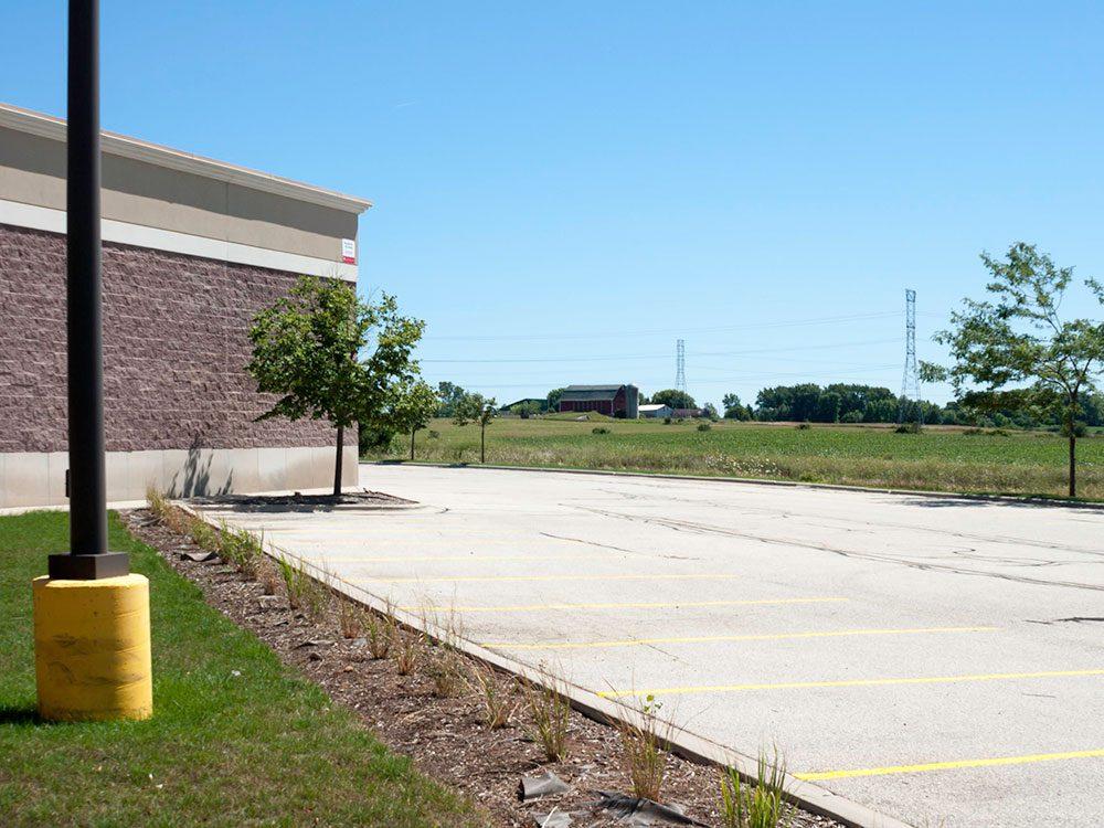 Ce stationnement du centre commercial abandonné du Wisconsin.
