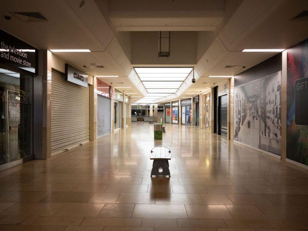 Peut-être qu'un jour, ce centre commercial abandonné sera à nouveau rempli de clients.