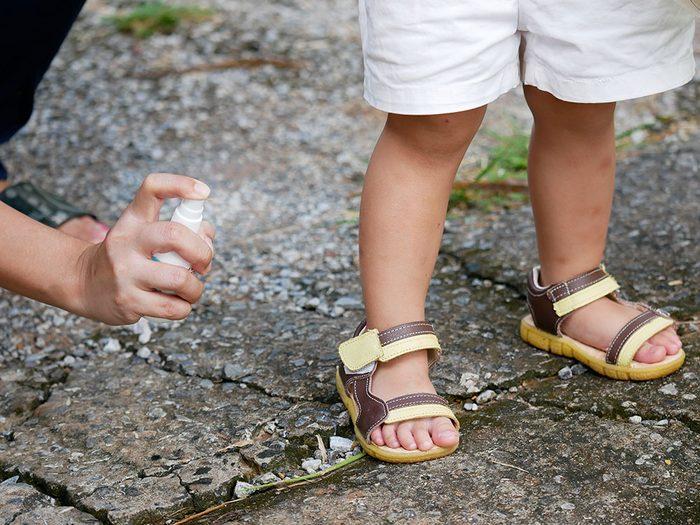 Chasse-moustiques: attention aux enfants avec la diéthyltoluamide.