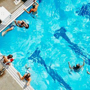 Coronavirus dans l'eau: ne partagez pas les jouets de plage ou de piscine.