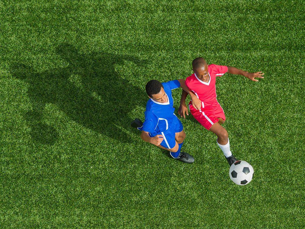 Pratiquer un sport de contact est l'une des erreur que vous allez commettre pendant le déconfinement.