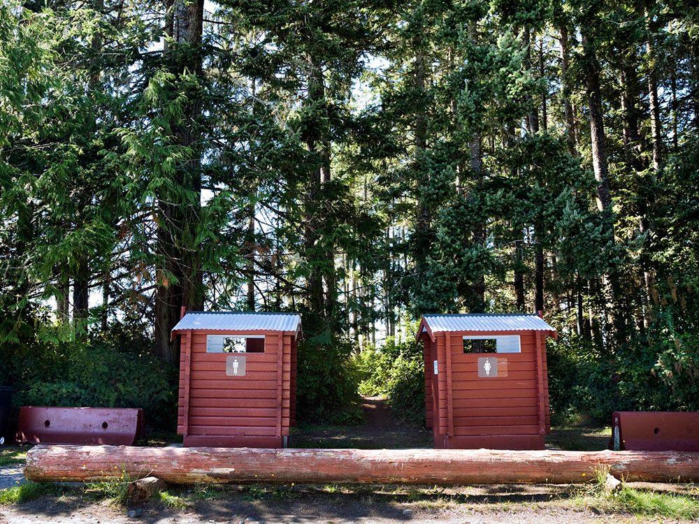Partager des installations surpeuplées dans un terrain de camping est l'une des erreur que vous allez commettre pendant le déconfinement.