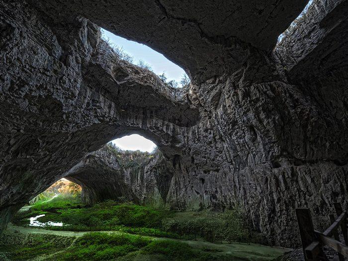 La grotte de Devetashka.