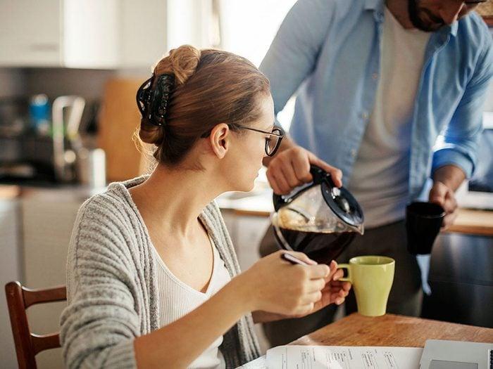 Vous avez arrêté de boire du café, ce qui ralentit votre métabolisme.