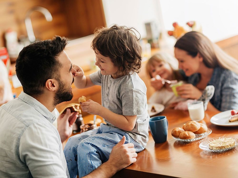 Vous prenez le petit-déjeuner trop près du dîner, ce qui ralentit votre métabolisme.
