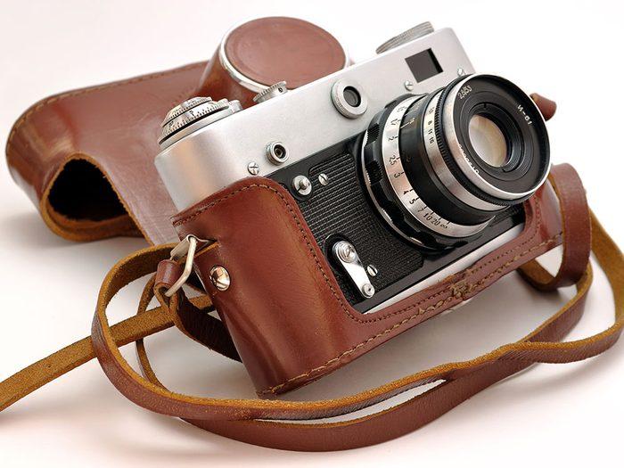 Les appareils photo argentiques sont des objets vintages.