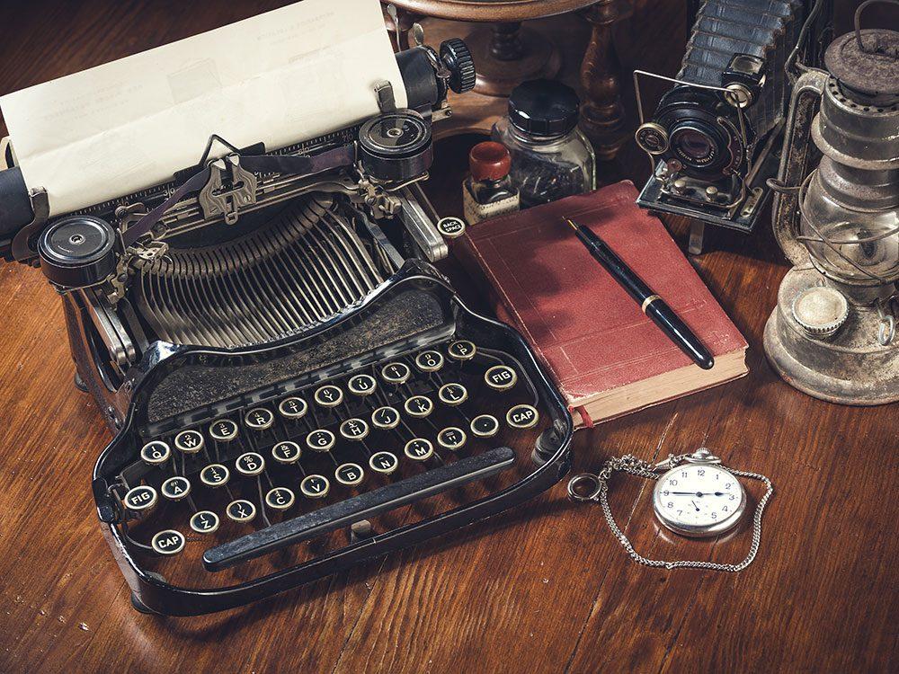 Les machines à écrire sont des objets vintages.