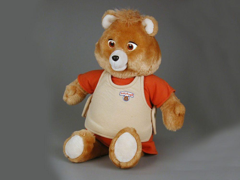 L'ours en peluche Teddy Ruxpin fait partie des objets vintages.
