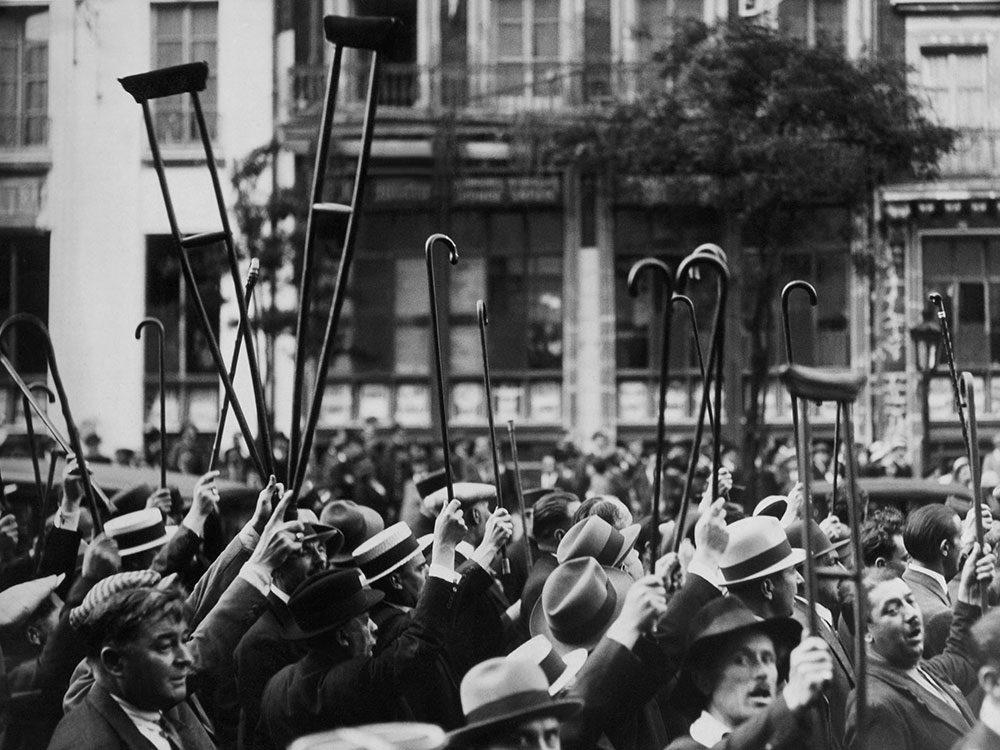 Une photo d'époque d'un rassemblement pour les anciens combattants invalides.
