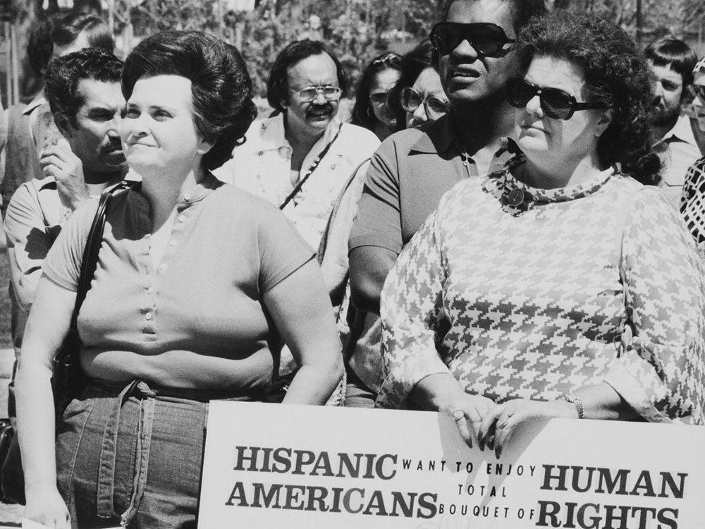Une photo d'époque d'une démonstration des Minorités nationales pour le respect des droits de l'homme.