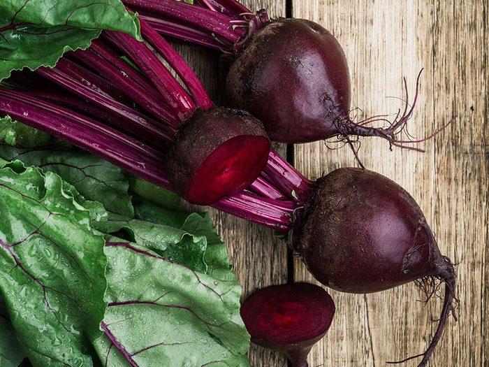 Les betteraves font partie des légumes qui poussent en un temps record dans le potager!