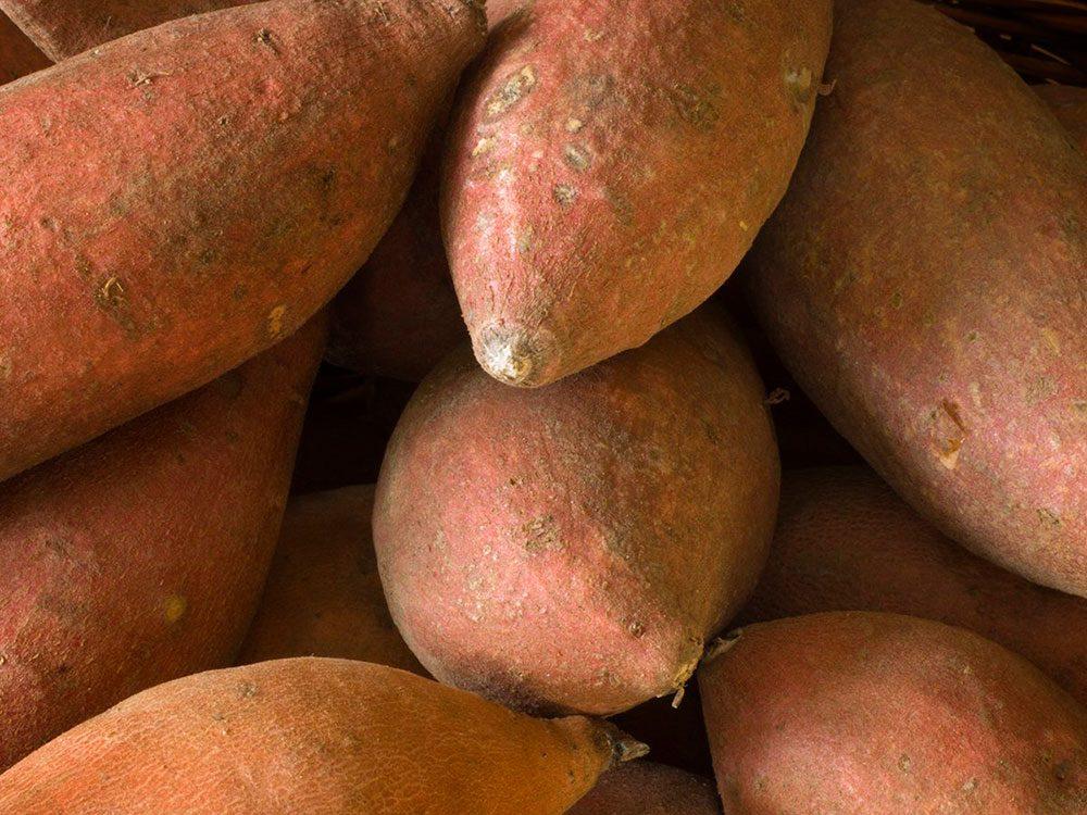 Les patates douces font partie des légumes qui poussent en un temps record dans le potager!