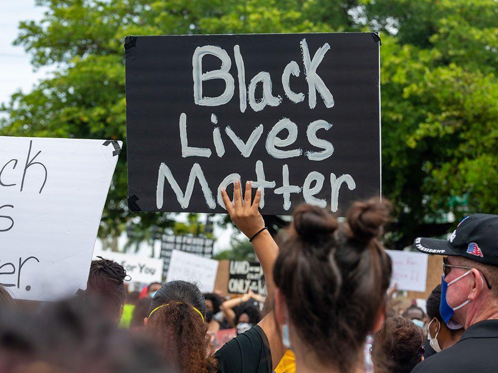 Faites quelque chose contre le racisme.