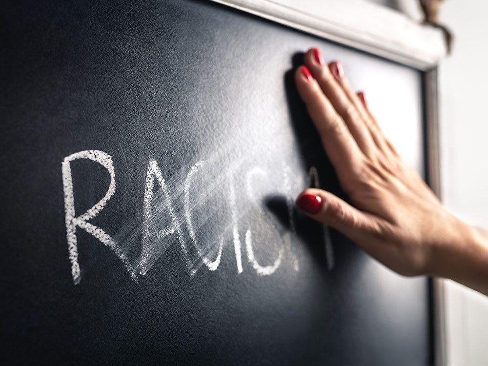 N'ayez pas peur des mots «raciste» et «racisme».