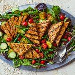 Salade d'été au tofu grillé