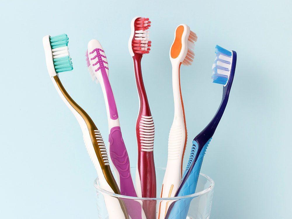 Les brosses à dents sont réutilisables.