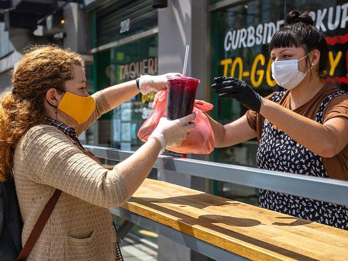 Portez un masque pour éviter la transmission de virus.