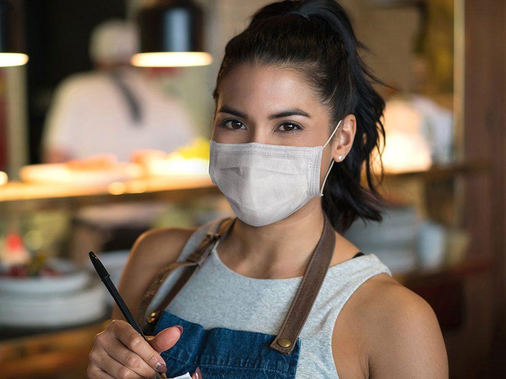 N'utilisez pas le stylo du restaurant pour éviter la transmission de virus.