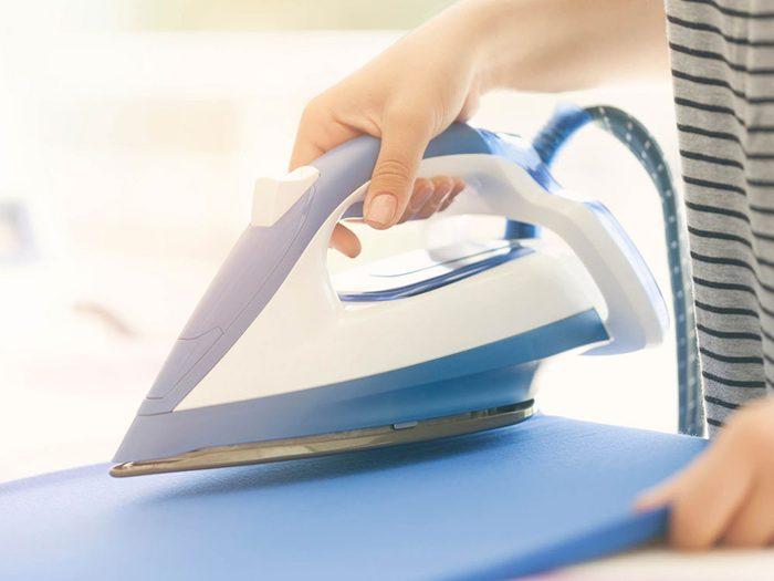Utilisations du dentifrice: nettoyer le fer à repasser.