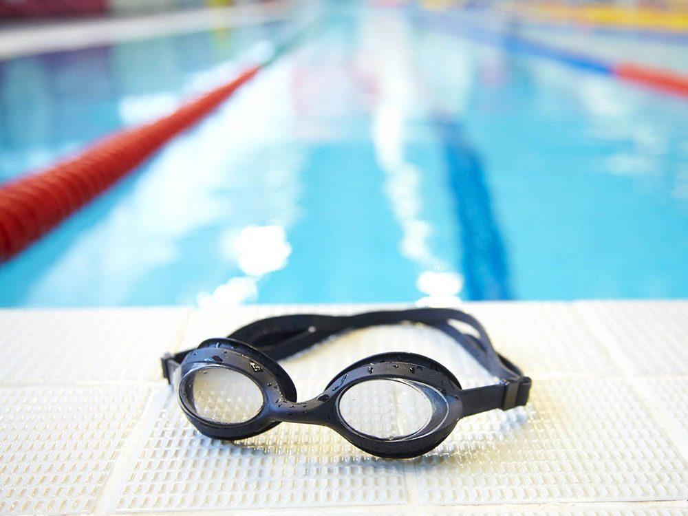 Utilisations du dentifrice: prévenir la buée sur les lunettes de protection.