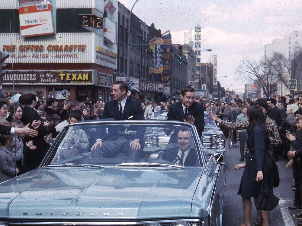 Québec d'autrefois: Québec d'autrefois: Jean Béliveau et Robert Rousseau sur la rue Sainte-Catherine, 9 mai 1966.