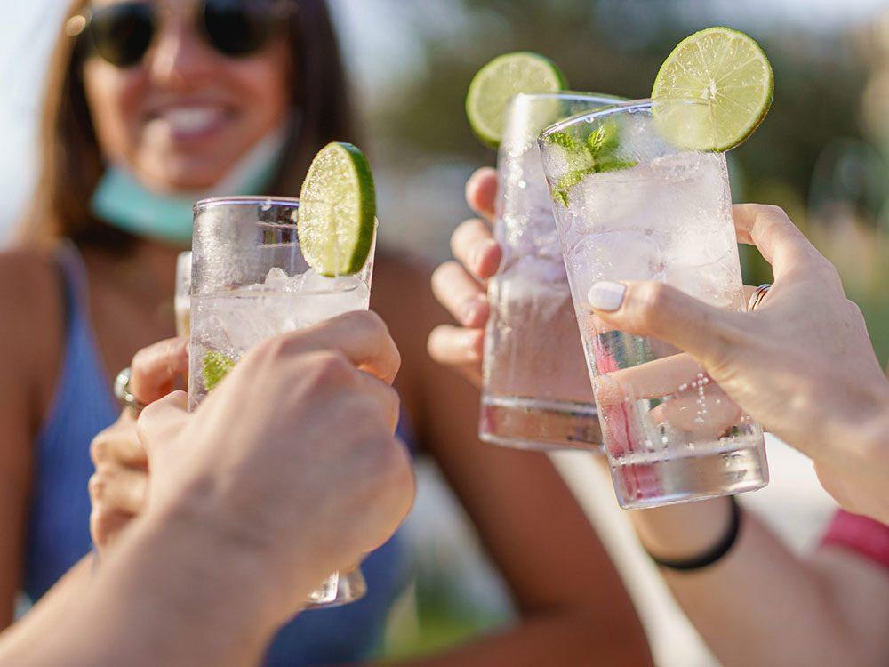 Limitez la consommation d'alcool lorsque vous allez visiter vos amis.