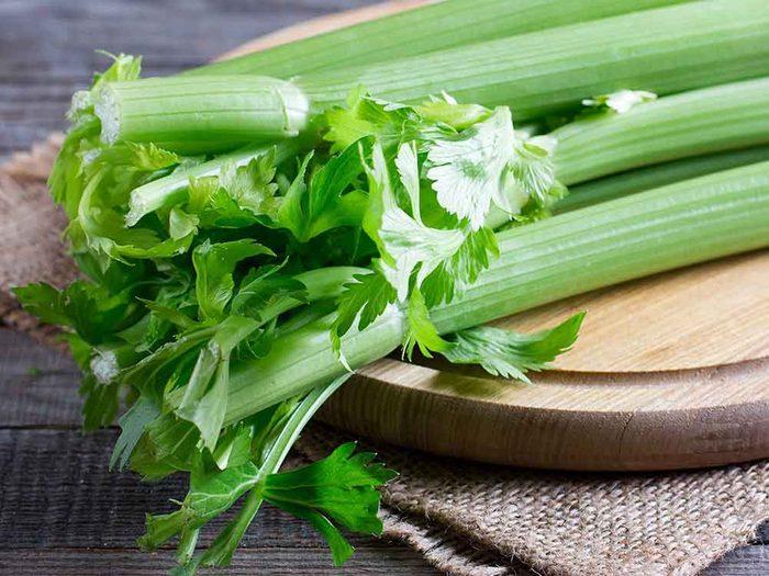 Comment conserver des aliments périssables tels que le céleri?