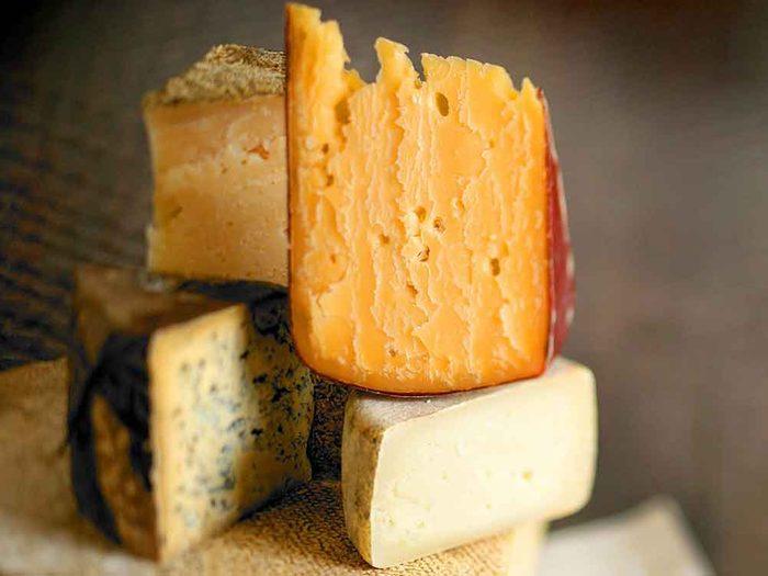 Comment conserver des aliments périssables tels que le fromage?