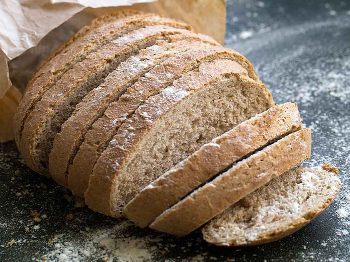 Comment conserver des aliments périssables tels que le pains?