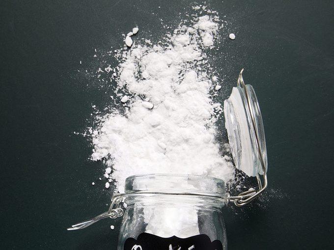 Date de péremption: tester le bicarbonate de sodium et la poudre à pâte.