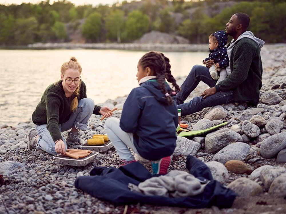 Mieux vaut être flexible quand vous partez en camping.