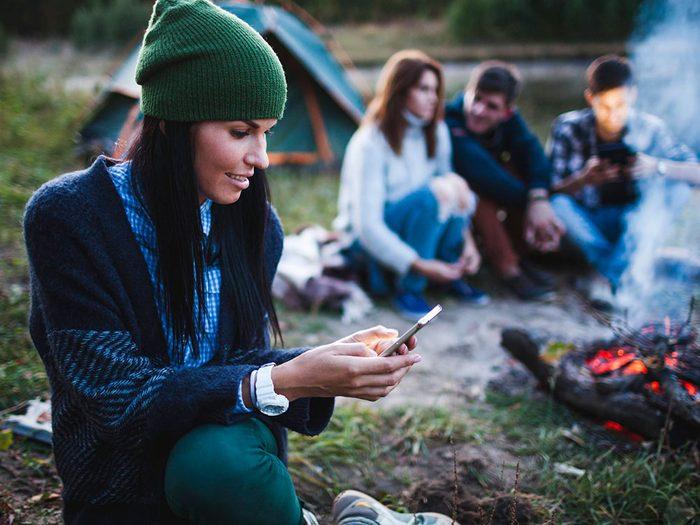 Mieux vaut prévoir des divertissements lorsque vous faites du camping.