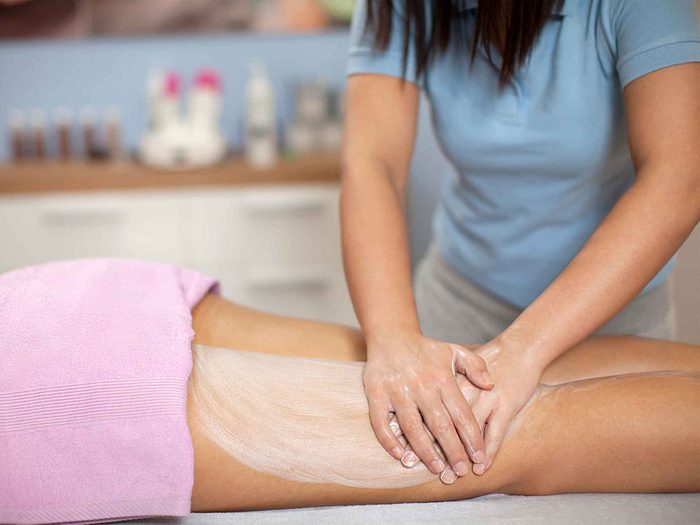 Méfiez-vous des traitements miracles contre la cellulite.