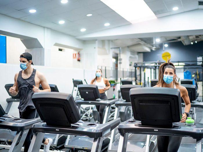 Les gymnases et centres de fitness font partie des endroits où vous êtes le plus à risque de contracter le coronavirus.